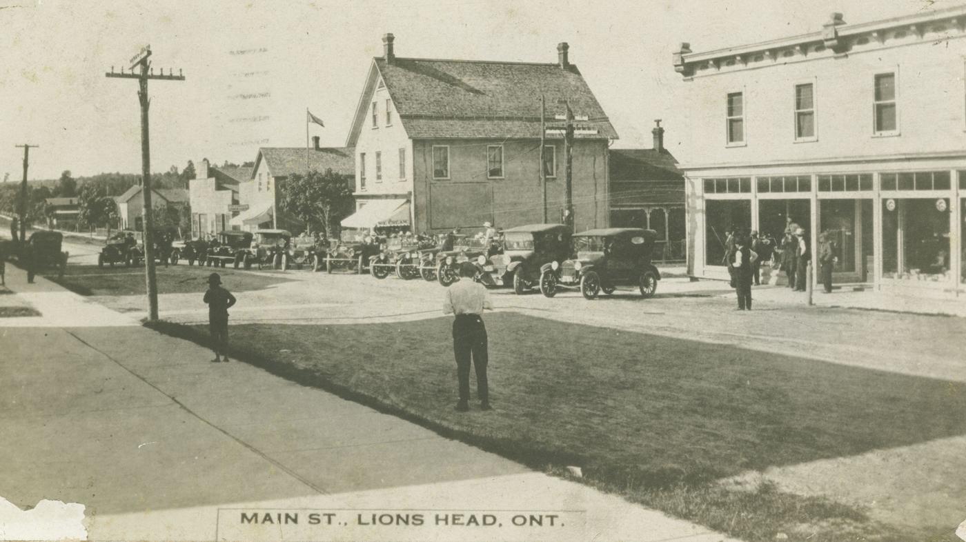 Lion's Head's main street